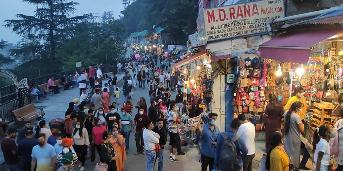 Tourists-swamp-Himachal,-most-head-towards-Manali- Best Article