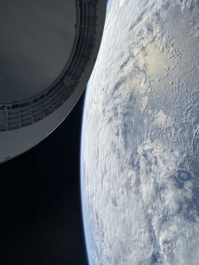 SpaceX-Commander-Shares-Stunning-Images-of-Earth-Shot-on-an-iPhone-- Best Article